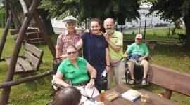 mieszkańcy Domu Pomocy Społecznej w Tolkmicku spotkali się przy grillu